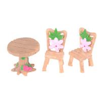 mini resina casas venda por atacado-3 Pçs / set Casa De Bonecas Cadeira De Mesa De Resina Estatuetas Brinquedo Miniaturas Mini Flor Fada Casa Jardim Decoração Acessórios