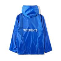 lange mantel stile männer großhandel-2018 Beste Qualität VETEMENTS Frauen Männer Lange Jacke Regenjacke Qualität 1: a1 Hiphop Übergroße Jacken Mantel Blau Grün Regenmantel