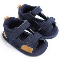 d3a6c7b6b3e77 Été Décontracté Patch Crochet Bébé Jean Tissu Plage Infantile Enfants Garçon  Sole Unique Lit Bébé Toddler Simple Sandales Bleu et Bleu Foncé