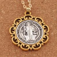 gold kreuz china großhandel-2-Tone Blume St. Saint Benedict Exorzismus Medaille Katholische Kreuz 33mm Anhänger Halsketten N1705 24inches Religiöse Schmuck