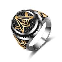 diseño de anillo de oro único hombre al por mayor-Diseño único de acero inoxidable 316 anillo masónico de la vendimia hombres joyería artículos chapado en oro con piedras negras CZ