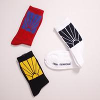 bayraklar çorap toptan satış-2018 17AW Jakarlı Bayrak Sportif Çorap PACCBET Çorap Güneş Şafak Alacakaranlık Işık Oval Çizgiler Erkekler Yeni Moda Gosha Rubchinskiy Çorap