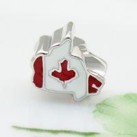 weiße metallarmbänder großhandel-Rot weiß emailliertem Ahorn Kanada nationale Karte Land Flagge europäischen Spacer Bead Metall Charme Armbänder Pandora Chamilia kompatibel