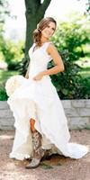 bej dantel botları toptan satış-2019 Yeni Rustik Cowgirl Çizmeler Dantel Gelinlik Boho Ülke Gelin Elbise V Yaka Bohemian Gelinlikler Custom Made vestidos de novia