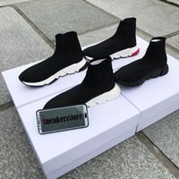 erkekler için yeni çizmeler toptan satış-2019 Yeni Tasarımcı Sneakers Hız Koşucu Moda Ayakkabı Çorap Üçlü Siyah Çizmeler Kırmızı Düz Trainer Erkekler Kadınlar Rahat Ayakkab ...