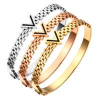 v gold brief großhandel-Charming Letter V Design Edelstahl Armbänder Armreifen mit 3 Farben Roségold / Gold / Silber Wählen Sie V Armreif für Männer Frauen