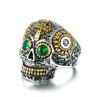 большие кольца из черепа из нержавеющей стали оптовых-Тибетский Буддист Резной Капала Череп Кольца Для Мужчин С Зелеными Глазами Из Нержавеющей Стали Большой Скелет Кольца Мужчины Хип-Хоп Ювелирные Изделия
