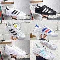 ca5383bc4cad9 2018 nouvelles Superstar adidas Superstars shoes chaussures superstars noir  blanc or hologramme superstars juniors 80s fierté sneakers Super Star pas  cher ...