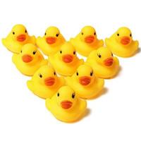 baño de pato amarillo al por mayor-Precioso 10 Unids Creativo Bebé Niño Hora del Baño Juguetes de Pato Amarillo Patos de Plástico Suave Playa Juguete