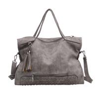 d9c9522b1 Europeu e americano bolsa de moda bolsa de lazer outono novo saco a granel  rebites saco de borla mulheres sacos de ombro