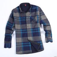 camisa de franela azul de los hombres al por mayor-Camisa de hombre 2018 New Winter Men Plus Velvet Thicken Warm Red And Blue Plaid Flannel Leisure Fashion Shirt ropa para hombre L-4XL