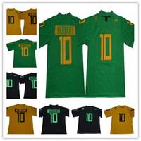 altın forma toptan satış-Erkek 10 Justin Herbert NCAA Oregon Ördekler Kolej Futbol Formaları Yeni Yeşil Siyah altın Dikişli Üniversite Futbol forması