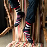 мужские носки оптовых-Мужские цветные полосатые носки Новейший дизайн Популярные мужские носки 5 пар полосатые носки костюм модельера из цветного хлопка оптом