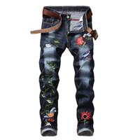 denim estampado de flores al por mayor-2018 nuevo hip hop Famous Flower Jeans bordados rectos Slim Fit para hombre impreso Biker Denim Pantalones pantalones vaqueros
