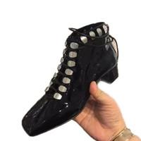 sapatas do salto do metal venda por atacado-2018 novo estilo autumm couro envernizado preto cross amarrado mulher botas de salto robusto martin dedo do pé quadrado de metal fivela med calcanhar sapatos de mulher