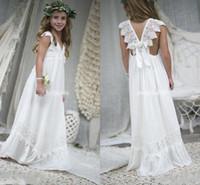 şifon fıstık çiçek kız elbiseleri toptan satış-2018 Yeni Varış Boho Fildişi Çiçek Kız Elbise Düğün İçin V Boyun Şifon Dantel Çocuk Communion elbise Çocuklar Resmi BA7623 Giymek