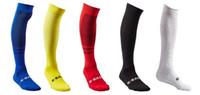 mundo de meias venda por atacado-2018 Meias de futebol dos homens adultos da copa do mundo. Treinamento da equipe de futebol meias longas meias de futebol de esportes de toalha.