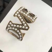 brazalete de amor al por mayor-Marca de moda de joyería de perlas para las mujeres de la vendimia del brazalete de la perla carta AMOR del partido de la vendimia del brazalete de latón amarillo joyería perlas completas