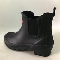 adam yağmur çizmeleri toptan satış-Kadın Erkek Kısa Yağmur Çizmeleri Kauçuk Mat Kısa Rainboots Su Geçirmez Welly Yağmur Çizmeleri Fit Kış Çizme Çorap Fit Rainboots Çorap