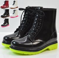 2c9fe380aaf05 4 couleurs nouvelles bottes de pluie de mode en caoutchouc en caoutchouc  lacets PVC femmes bottes imperméables décontracté confort dames martin  rainboots ...