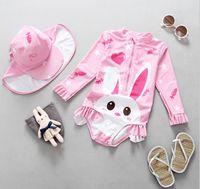 siamese şapkası toptan satış-INS Çocuklar siamese mayo kızlar yıldız aşk kalp tavşan desen UV mayolar + şapka 2 adet setleri çocuk falbala uzun kollu mayo Y7145