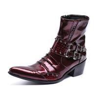 zapatos de borgoña puntiagudos para hombre al por mayor-2018 charol de punta estrecha zapatos de los hombres que acampan botas militares remache tachonado Borgoña equitación para hombre botas de motos hombres zapatos de boda