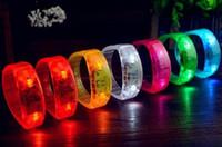 ingrosso braccialetti principali-Nuova musica Attivato Controllo del suono Led Lampeggiante Braccialetto Light Up Braccialetto Wristband Night Club Activity Party Bar Disco Cheer