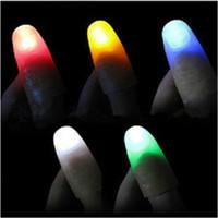 lumières magiques au doigt achat en gros de-Haute qualité Bright Finger Lights Thumbs Fingers Magic Light LED Fingers Lampe Jouets 100pcs / lot T2I136