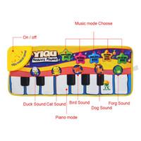 tapis de piano pour bébé achat en gros de-New Infant Baby Piano Jouant Jouet Avec La Musique Drôle Et Des Sons D'animaux Rampant Mat Bay Enfants Cadeau Éducatif 72 * 29 cm