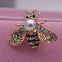 горячие штифты-хиджабы оптовых-fashion 2018 hot pearl bee brooch bouquet for women men animal bird jewelry  Enamel hijab pins and brocahes men's brooch
