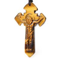 ingrosso croce di pietra dell'occhio della tigre-Natural Tiger Eye Stone Gesù ciondolo croce collana ciondolo gioielli Dio ama il mondo, sia gli uomini che le donne possono indossare