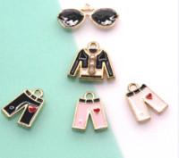 ingrosso ciondoli colorati-10pcs / lot accessori di abbigliamento fascino goccia olio in lega di zinco colorato camicia pant occhiali da sole rivestimento smalto pendenti di fascino