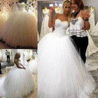 Wholesale ball gown wedding dresses online - 2018 Elegant Ball Gown Wedding Dresses Sweetheart Sleevelesss Sweep Train Lace up Sweet Bridal Dresses Fashion Wedding Gowns