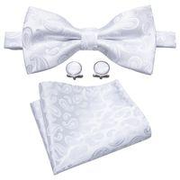 vestido de novia corbata de lazo blanco al por mayor-Pajarita de seda blanca con patrón de paisley blanco Vestido de diseñador Pajarita Novio de bodas Groomsman Host Master Of Ceremonies Envío gratis LH-0803