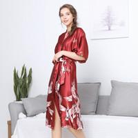 ingrosso signore pigiama usura casa-Kimono cinese Accappatoio di seta Abito da damigella d'onore Animale femmina Abito da pigiama Accappatoio da donna Kimono Rosso Abbigliamento da casa
