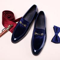 mavi deri giysi toptan satış-Kadife Erkekler Damat Düğün Smokin Suits Oxfords Tokaları Erkek Resmi Iş Deri Ayakkabı Siyah Mavi Beyefendi Ayakkabı Zapatos