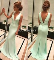 zarif nane yeşili uzun gece elbisesi toptan satış-Zarif Nane Yeşil Mermaid Gelinlik Modelleri 2018 V Boyun Backless Sweep Tren Uzun Örgün Akşam Partisi Törenlerinde Vestidos De Fiesta Ünlü Elbise