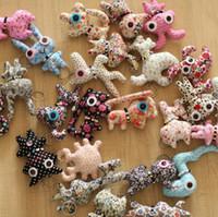 ingrosso pendenti in tessuto fatti a mano-Pendente di chiave del telefono cellulare dei giocattoli della peluche della bambola del bottone di tela degli animali fatti a mano all'ingrosso delle bambole del panno