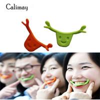 ağız gülümseme toptan satış-Ücretsiz Kargo Silikon Ağız Şekli Gülümseme Maker Gülümseme Parantez Yüz Hattı Kasları Brace Germe Kaldırma Eğitim Trainer