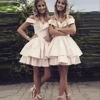 faldas champán juniors al por mayor-2019 Impresionantes cortos vestidos de regreso a casa de color rosa pálido, una línea de vestidos de cóctel de graduación para jóvenes de 15 años, más el vestido de dama de honor hecho a medida.