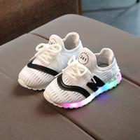 a80733d38279e 2018 Haute qualité LED lumières enfants chaussures de sport 1-5 ans bébé  garçons et filles chaussures de course nouveau-né sports doux rougeoyant