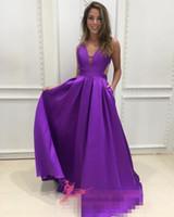 simples vestidos formales de color púrpura al por mayor-2019 sexy simple formal vestidos de noche fiesta de baile usar una línea con cuello en V sin mangas piso longitud drapeado púrpura sexy espalda China