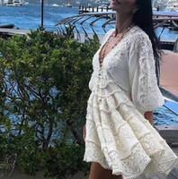 kadın tasarımcı tığ işi elbiseler toptan satış-Tasarımcı Butik Elbise Kadınlar Yüksek Kalite Çarpıcı Seksi V Yaka Puf Kollu Nakış Tığ Tatil Beyaz Keten Elbise 2018