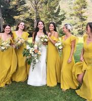 yellow bridesmaid dresses size 14 al por mayor-2019 Vestidos de dama de honor largos y amarillos hermosos Cuello en v Campo bohemio Damas de honor Couture Sweep Train Plus Size Chiffon After Party Look