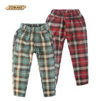 b2a833d104 Pantalones clásicos de los cabritos de la tela escocesa 2018 pantalones  casuales de los muchachos de los niños Pantalones de los niños de  Inglaterra ...