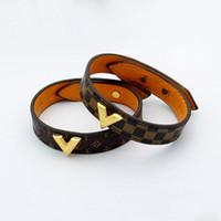 ingrosso w bracciale-Nuovo arrivo 316L bracciale in acciaio al titanio per donna e uomo braccialetto in vera pelle con design a forma di V in 23cm per bracciale donna w
