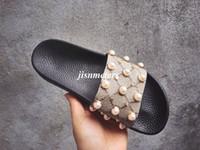 perle t achat en gros de-Usine outlet hommes mode de la mode perle-effet et or goujon garniture en caoutchouc glissière sandales garçons filles unisexe plage causale pantoufles