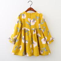 sarı elbise karikatür toptan satış-2 Renk Bebek kız INS çiçekler elbise 2018 Yeni çocuklar moda sarı mavi Karikatür çiçekler desen uzun kollu Elbiseler B001