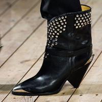 botas de borla de metal venda por atacado-2017 Botas de Tornozelo de Couro de Vaca Chique Mulheres de Metal Apontou Toe Rebite Borla Botas de Salto Alto Estranho Mulher Moda Martin Botas