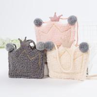 monederos lindos hechos a mano al por mayor-Mujeres lindas Niños Crown Monedero Kids Girls Mini Messenger Bag Hecho a mano Pequeño bolso de hombro de felpa para bebé regalo para niños